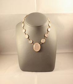 Collar corto de plata bañada en oro y cuarzos.http://marberaltabisuteria.mitiendy.com/categorias/collares