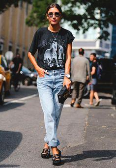 patricia manfield com mom jeans e sapatilha
