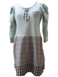 Tolles Kleidchen aus einem umgearbeiteten SweatShirt und Baumwollstoffen im Mustermix!Ein echtes Highlight ist der kleine angeknöpfte Schlips!!  Das K