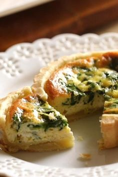 A great idea for a brunch party! These mini quiche are delicious! Make one quiche batter and top with a variety of toppings for a quiche platter that will please everyone! Mini Quiches, Breakfast Time, Breakfast Recipes, Mini Breakfast Quiche, Breakfast Casserole, Mini Quiche Recipes, Quiche Ideas, Veggie Quiche, Crustless Mini Quiche