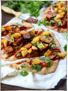 Whole wheat naan bread is topped with spicy hoisin barbecue sauce and juicy baked pineapple chunks in this flavor-packed little vegan tofu pizza. Vegan Pizza Recipe, Healthy Pizza Recipes, Healthy Meals For Two, Ww Recipes, Healthy Foods To Eat, Vegetarian Recipes, Radish Recipes, Cantaloupe Recipes, Healthy Eating