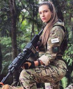 Warrior Girl, Fantasy Warrior, Airsoft Girls, Female Soldier, Military Girl, Military Women, N Girls, Badass Women, Girls Jeans