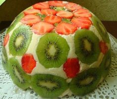 Light summer cake with strawberries and kiwi. Kiwi, Organic Protein Bars, Romanian Desserts, Healthy Vegan Snacks, Summer Cakes, Fondant Decorations, Hungarian Recipes, Strawberry Cakes, Fruit Recipes