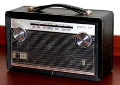 Vintage Zenith Portable Transistor Radio, Model Royal AM Band, 7 Transistors, Chassis Made In USA, Circa 1965 Le Radio, Music Radio, Radios, Radio Vintage, Phone Sounds, World Radio, Transistor Radio, Tape Recorder, Record Players