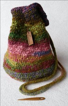 Nalbinding bag, made of Bentheimer Landrace wool. - Naaldgebonden tas gemaakt van Bentheimer Landschaap wol.