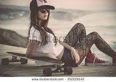skate girl w/ style Skate Girl, Skate Style, Oldschool, Skateboard Girl, Senior Girls, Girl Fashion, Fashion Tips, Fashion Ideas, Fashion Hacks