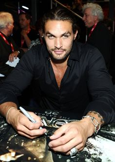 (My Guilty Pleasure!) O M G he's so freaking hot! I must stop starring at Jason Momoa. . .it's unbearable! #Khal #Drogo