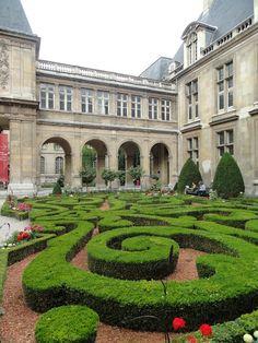 Henri Loves Paris... Garden of musee carnivalet