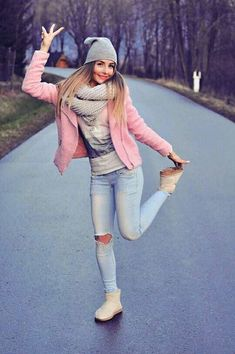 Pink Jacket, Fall Outfit, Light Jeans, Big Scarf Fall Winter Outfits, Winter Fashion, Summer Outfits, Casual Outfits, Fashion Outfits, Light Blue Jeans Outfit, Blue Jean Outfits, Superenge Jeans, Moda Casual