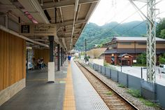 Takaosanguchi Station (高尾山口駅). /  Architect : Kengo Kuma (設計:隈研吾建築都市設計事務所).