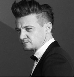 I don't care. The haters can hate. But Jeremy Renner's Ronin/Hawkeye hair is all sorts of sexy and no one will convince me otherwise. Jeremy Renner, American Hustle, The Avengers, Marvel Actors, Marvel Movies, Marvel Characters, Hawkeye, Macau, Ysl