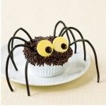 Fun Halloween Treats that are easy to make:  http://squarepennies.blogspot.com/2011/10/bat-and-spider-halloween-decorations.html