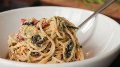 Spaghetti aux courgettes, tomates séchées et yogourt