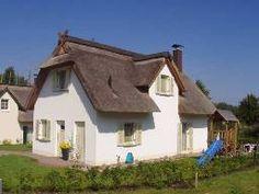Strandnahes Reetdachhaus auf der Insel Poel in Mecklenburg Vorpommern.