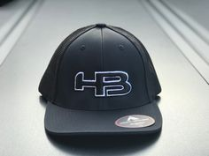 HB LOGO 404M FITTED HAT: Black and White