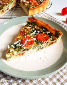 Italian quiche with pesto and mozzarella Vegetable Recipes, Vegetarian Recipes, Cooking Recipes, Healthy Recipes, Big Meals, Easy Meals, Cacciatore Recipes, Tapas, Food Porn