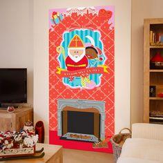 Sinterklaas wanddecoratie 80 x 180 cm. Deze wanddecoratie poster met plaatjes van een openhaard, Sint, Piet en de tekst: Welkom Sint en Piet heeft een formaat van ongeveer 80 x 180 cm.