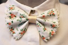 Not just for the boys. #etsyfrance you mean Bowties are trending in women's fashion? I could dig it.