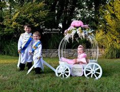 The Large Angel Carriage Wagon For Wedding, Baby Wedding, Wedding Wagons, Princess Carriage, Cinderella Carriage, Princess Photo, Princess Theme, Mimi Y Mickey, Flower Girl Wagon