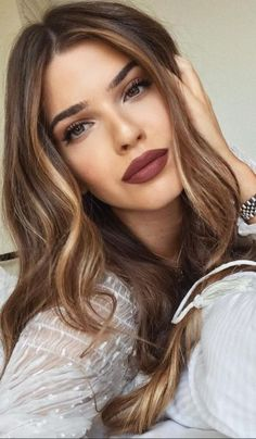 5 Best Celebrity Hair Colors To Try : Hair Color Ideas and Styles for 2019 Brunette Hair Color With Highlights, Balayage Hair Blonde, Brown Blonde Hair, Light Brown Hair, Hair Highlights, Massage Spa, Hair Contouring, Celebrity Hair Colors, Hair Looks