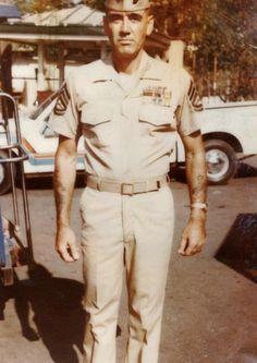 Marine Corps Gunnery Sergeant and hardass drill instructor, R. Us Marine Corps, Marine Corps History, Military History, Vietnam War Photos, Vietnam Vets, Vietnam History, Once A Marine, My Marine, R Lee Ermey