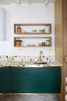 Contemporary gold and green kitchen with terrazzo tiles. How to use terrazzo in the home. New Kitchen, Kitchen Dining, Kitchen Ideas, Gold Kitchen, Crazy Kitchen, Kitchen Furniture, Furniture Design, Kitchen Unit, Kitchen Craft