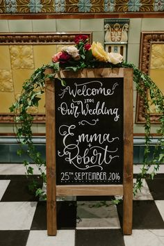 Welcome to Our Wedding Sign. Photography by Rooftop Mosaic