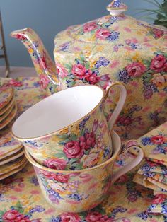 Royal Winton Wilbeck Chintzware, Pinks against a yellow background. Timeless color choices in a beautiful pattern. ~MWP - Tea With Friends: The story of my Welbeck Vintage Dishes, Vintage China, Vintage Teacups, English Garden Design, Rose Tea, Chocolate Pots, China Patterns, My Tea, A Table