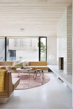 terrazzo gulv gul sofa rosa teppe