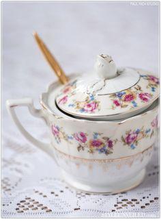 vintage teacups from styleunveiled.com Sugar Bowls And Creamers, Vintage Teacups, Wedding Rentals, Coffee Break, Tea Pots, Tableware, Accessories, Sugar, Vintage Tea Cups