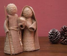 DIY Nativity scene with rope and burlap Christmas Nativity Scene, Nativity Crafts, Christmas Angels, Nativity Sets, Christmas Tree, Christmas Projects, Holiday Crafts, Christmas Crib Ideas, Homemade Christmas