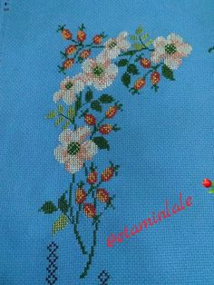 Cross Stitch Borders, Cross Stitch Flowers, Cross Stitching, Cross Stitch Patterns, Palestinian Embroidery, Bargello, Embroidery Stitches, Diy And Crafts, Mavis
