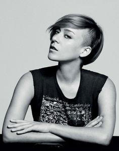 Chloe Sevigny short, shaved out side. LOVE!