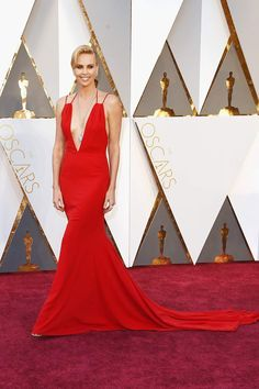 Charlize Theron en Dior. La alfombra roja de los Premios Oscar 2016.