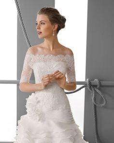 163 FORTUNA / Wedding Dresses / 2013 Collection / Alma Novia / Shown with off shoulder Bolero Jacket (close up)