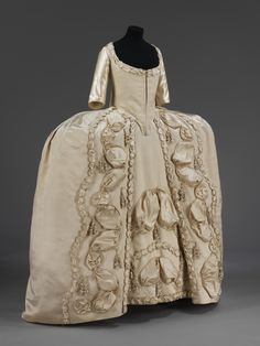 """court dress ca. via The Victoria & Albert Museum """"By the late the sack-back gown, of which this is an example, was reserved for formal evening or Court dress. The shape of the. 18th Century Dress, 18th Century Fashion, Historical Costume, Historical Clothing, Historical Dress, Vintage Outfits, Vintage Fashion, Vintage Costumes, Retro Fashion"""