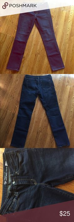 GAP STRAIGHT CUFF STRETCH JEANS SIZE 6 Gap straight cuff coupe droite a revers stretching. New without tags. I took tags off to give as a gift and they didn't fit 😞. GAP Jeans Straight Leg