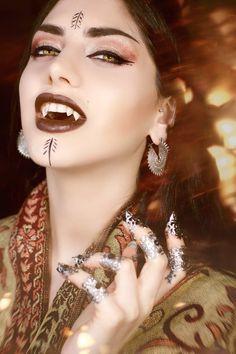 Vampire Love, Vampire Queen, Vampire Art, Vampire Bride, Vampire Fangs, Hot Vampires, Vampires And Werewolves, Goth Beauty, Dark Beauty