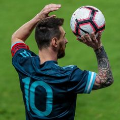 Leave a if you like this edit of the . Cr7 Messi, Messi Fans, Messi 10, Fc Barcelona, Fifa, Lionel Messi Wallpapers, Soccer Pictures, Soccer Pics, Retro Football