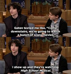 The Stranger Things Kids Fanboying Over High School Musical Is The Purest Thing You'll See Today Hehe, I saw this at the tonight show ;) Gates knows every song from high school musical ,Right? Stranger Things Quote, Stranger Things Have Happened, Stranger Things Aesthetic, Steve From Stranger Things, Stranger Things Season 3, Funny Memes, Hilarious, Jokes, Film Manga