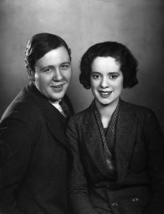 Newlyweds Charles Laughton and Elsa Lanchester. Laughton played Quasimodo in The Hunchback of Notre Dame, and Lanchester, the Bride of Frankenstein. Vintage Hollywood, Classic Hollywood, Hollywood Stars, Old Movies, Vintage Movies, Celebrity Couples, Celebrity Weddings, Elsa Lanchester, Celebrities Then And Now