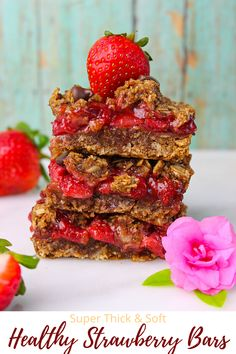 Thick and chewy Strawberry Oatmeal Bars made with wholesome ingredients. No oil, no butter, no refined sugar and these are gluten free too! #greedyeatsblog #strawberrybars #healthybars #breakfastbars #oatssquares #strawberryoatssquares #healthydesserts #strawberryrecipes #easybarsrecipe #strawberryrecipes Healthy Bars, Healthy Dessert Recipes, Vegan Recipes Easy, Delicious Desserts, Breakfast Recipes, Healthy Baking, Baking Recipes, Vegetarian Snacks, Amish Recipes