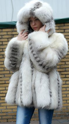 fur fashion directory is a online fur fashion magazine with links and resources related to furs and fashion. furfashionguide is the largest fur fashion directory online, with links to fur fashion shop stores, fur coat market and fur jacket sale. Shaggy Fur Coat, Fox Fur Coat, Fur Coats, Fur Fashion, Fashion Photo, Fur Clothing, Fabulous Furs, White Fur, Style Guides