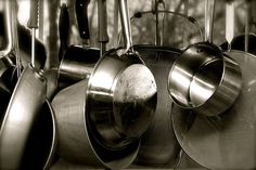 Did you know chemicals can leach from your cookware into your food? Not just from plastics in the microwave or from Teflon either. First, safer choices for you… Safest Cookware, Cast Iron Set, Cooking Tips, Cooking Recipes, Toxic Foods, Mental And Emotional Health, Cast Iron Cooking, Food Hacks, Food Tips