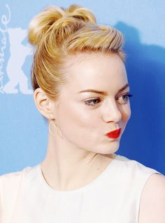Emma Stone is perfection. I love that hair style and what is that lipcolor?