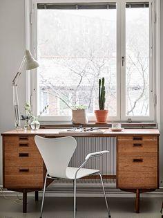 Cozy office space - via Coco Lapine Design