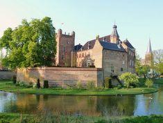 Kasteel Huis Bergh, Netherlands - built XIII century