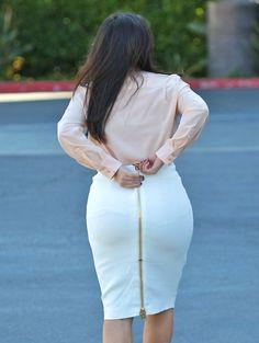 Kim Kardashian Photos Photos - Pregnant reality star Kim Kardashian heads to an office to film scenes for 'Keeping Up With The Kardashians' in Los Angeles, California on March 12, 2013. - Kim Kardashian Stays Busy in LA 2