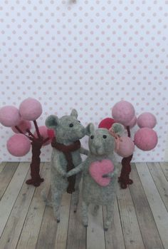 Fantastic offer charming little felting mice. Height is about - 9 cm - 11cm . Mouse handmade from wool, inside the wire frame . I love everyones, and