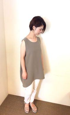 TOPS:La Tiara Itals ¥10,584- PANTS:YANUK ¥20,520- Shoes:FABIO RUSCONI ¥28,080-